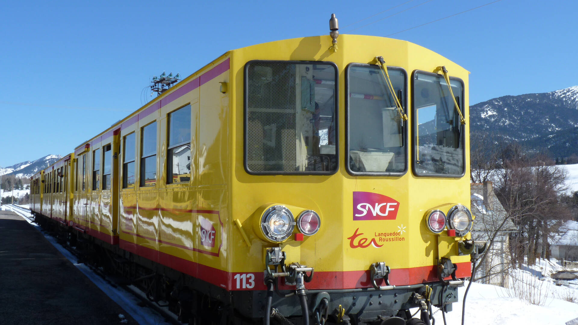 The yellow train in winter